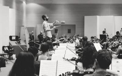 José Antonio Montaño dirige a l'Orchestra dell'Accademia Teatro alla Scala de Milán